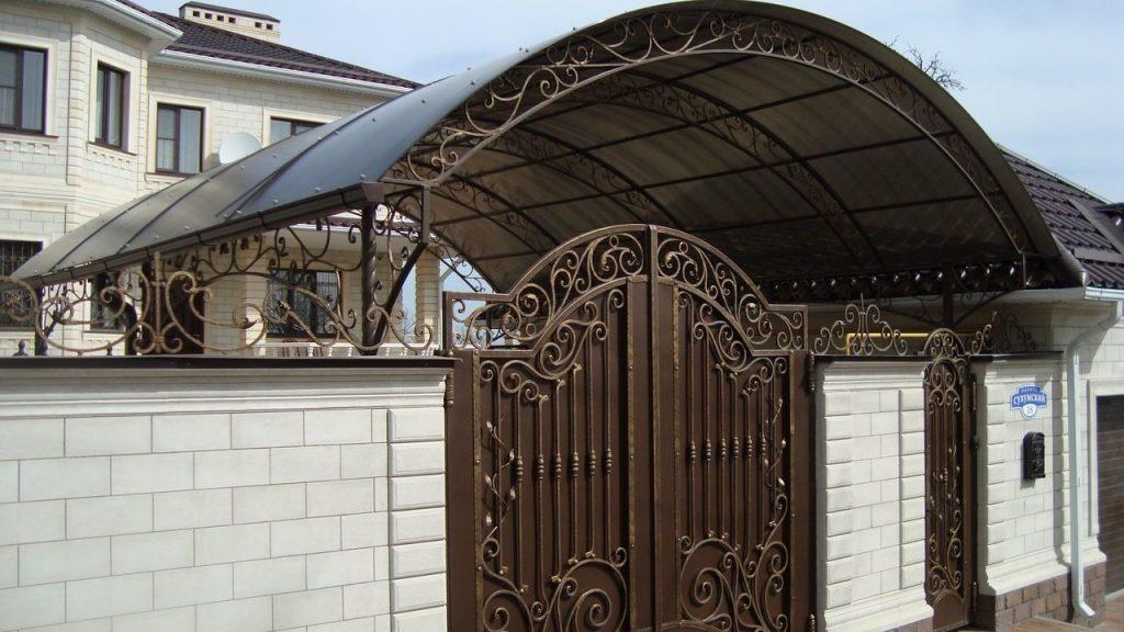Кованые ворота под навес