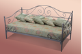 Мягкий металлический диван с элементами ковки