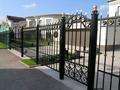 Кованый забор с калиткой и воротами