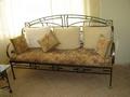Металлические диван (кушетка) в коридор