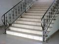 Перила с элементами ковки для больших лестниц