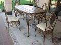 Металлический стол с деревянной столешницей горячей ковки