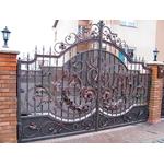 Металлические кованые ворота с монолитным поликарбонатом