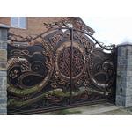Коричнево-черные металлические кованые ворота