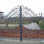 Металлические прозрачные кованые ворота с прозрачным поликарбонатом