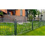 Кованый секционный забор во дворе дома