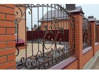 Металлический секционный кованый забор для кирпичного забора