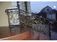 Металлические кованые перила для лестницы на три ступеньки